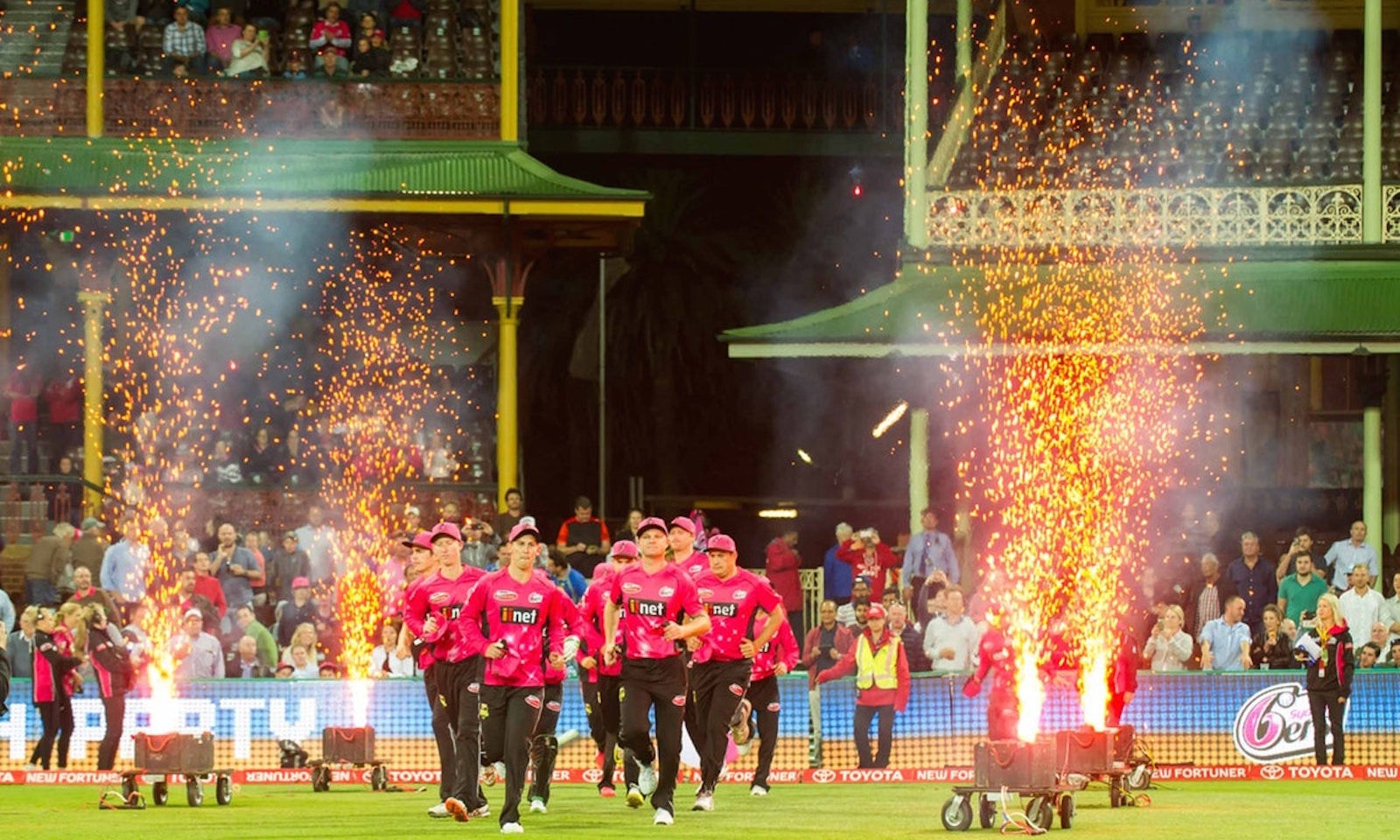 Experience The Big Bash With The Sydney Sixers in 2018/19
