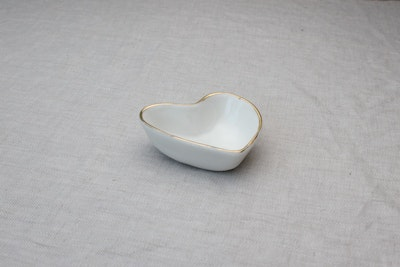 Luxe Heart Jewellery Dish in Vanilla with Gold Rim
