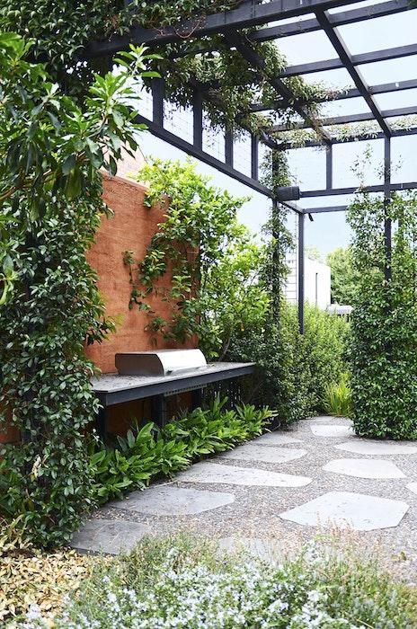 australian-homes-and-gardens-rambling-inner-city-garden-jpg