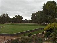 Kapunda Tourist and Leisure Park is  next  to the golf course