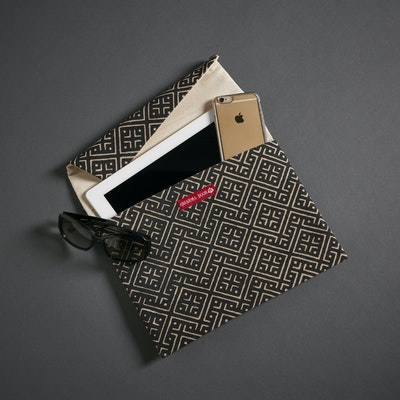 Global Sisters Shop The Everything Pouch - Serengeti Black