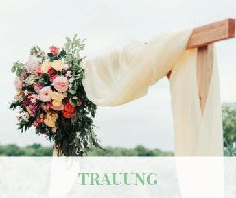 Traubogen mit Blumen zur Hochzeit