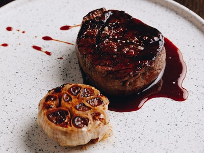 Grass Fed 1000 Guineas Shorthorn Eye Fillet 220g with Butter Confit Garlic and Red Wine Jus