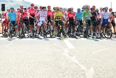 Michał Kwiatkowski y Richard Carapaz Llegan Juntos a la Meta - Tour de Francia etapa 18