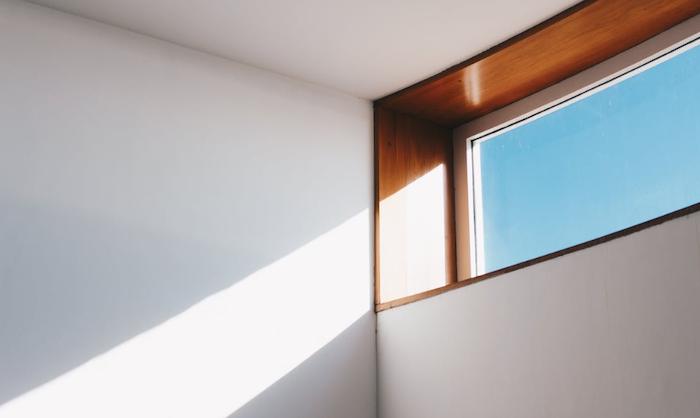 hoomed_interieur_inrichten_meubels_raam_licht_4-png