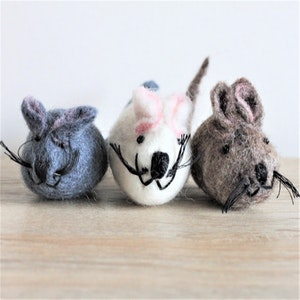 """Queenie's Pawprints Natural Wool Hand-felted Toy """"Mice"""""""