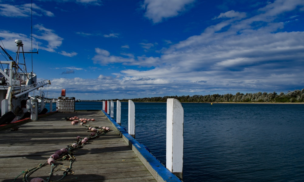 outdoria-lakes-entrance-local-fishing-advice-cunninghame-arm-jetty-net-2-jpg