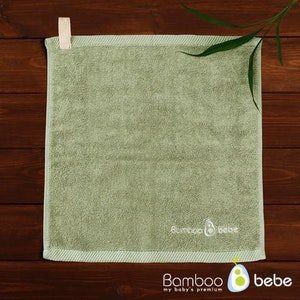 Bamboo Towel with Hanging Loop (Grass Green)