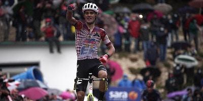 Ruben Guerreiro se Fuga por la Victoria - Giro D'italia Etapa 9