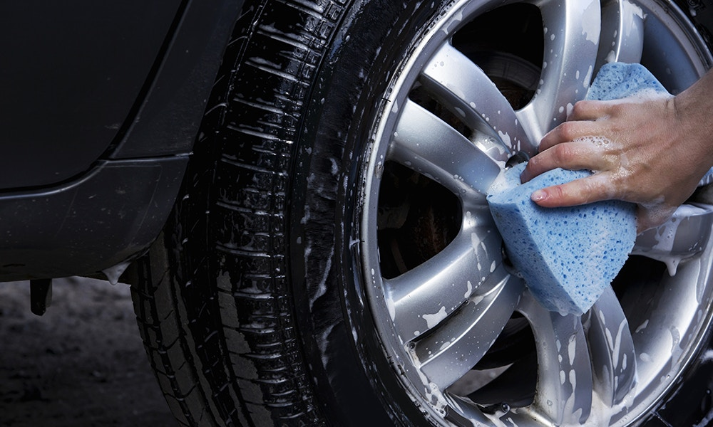 Four steps to successfully clean your tyres