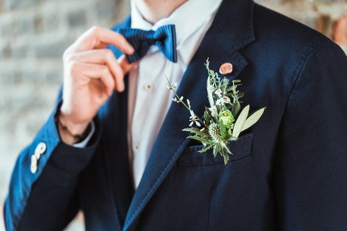 nachhaltig-heiraten-dienstleister-styled-shoot-braeutigam-hochzeitsanzug-2-jpg