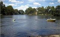 Boating, Goulburn River Tourist Park.
