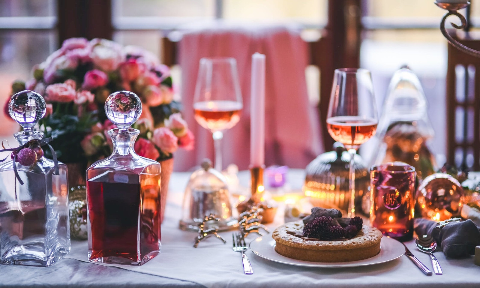 Fresh & Easy Ways To Decorate Your Christmas Table