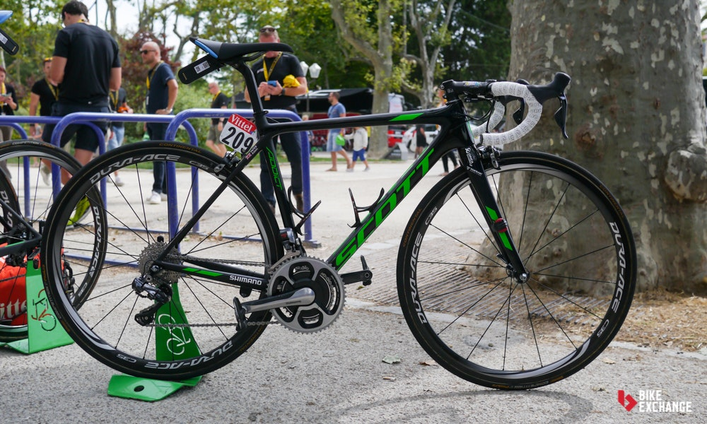 adam yates pro bike scott addict tdf white jersey leader 2016 1