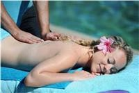BIG4-Adventure-Whitsunday-Resort-Pool-side-massage