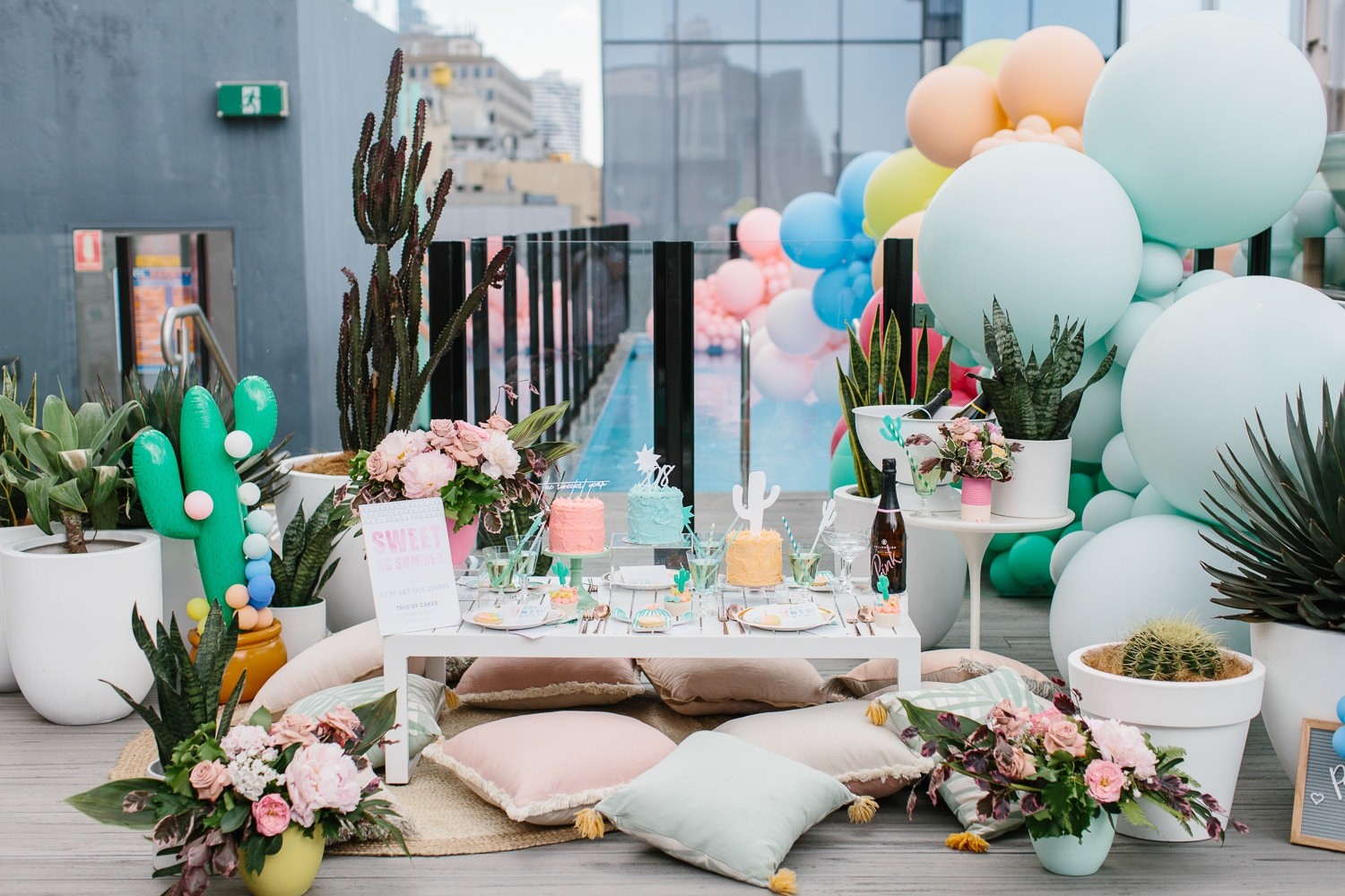 THE PERFECT PASTEL POOL PARTY - NEW YEAR'S EVE PARTY INSPIRATION